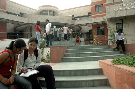 Look, IIT Kanpur is Beaming with Freshers Walking-in!
